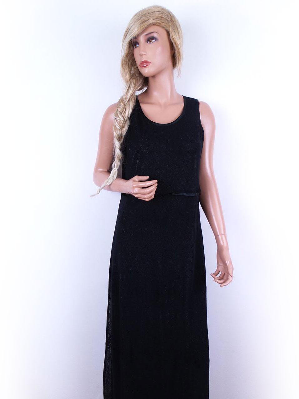 lang sort blondekjole