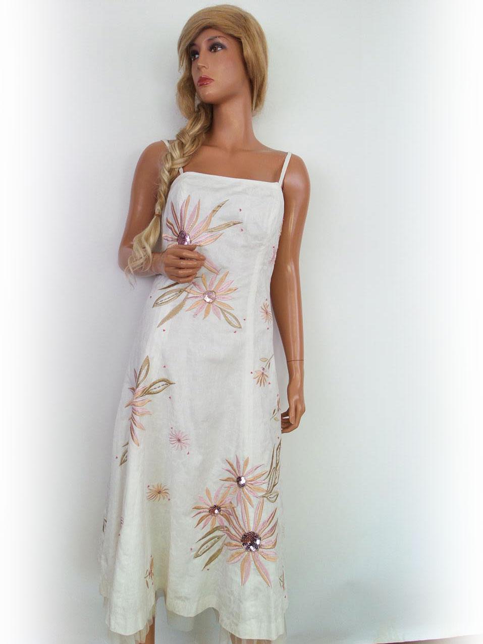 ... Pitkä mekko kokoa 36 kukka paljetti kirjonta valkoista puuvillaa.    dde0588e0e